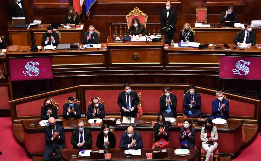 i banchi del governo in senato (ansa)