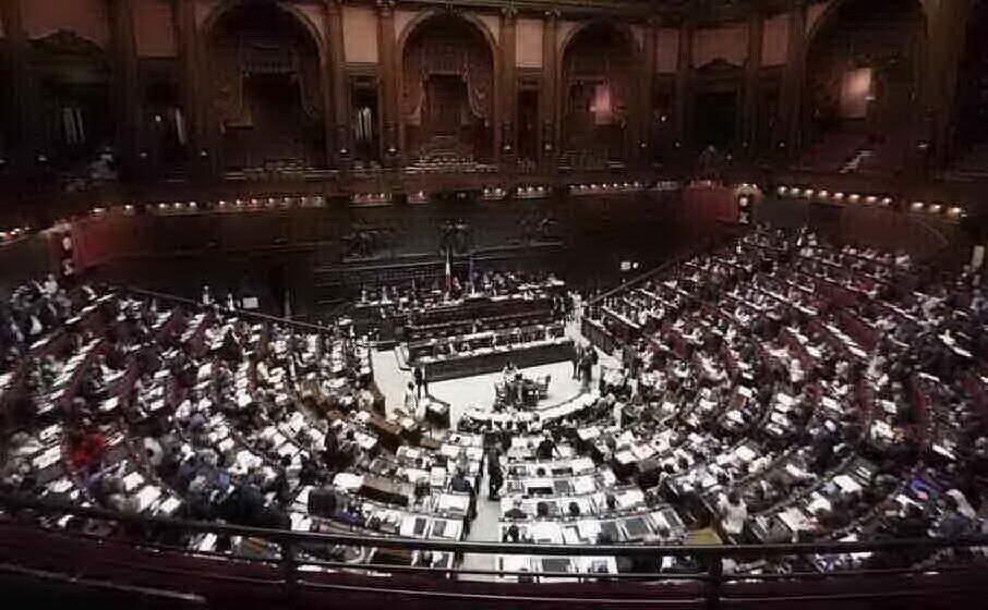 l aula della camera dei deputati (archivio l unione sarda)