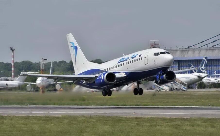 un aereo blue air (archivio l unione sarda)