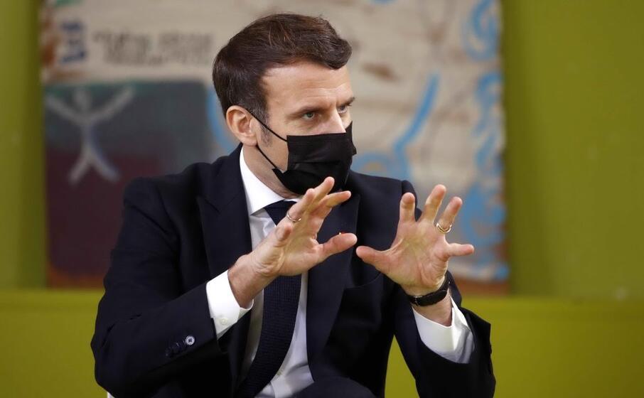 il presidente francese macron (foto ansa epa)