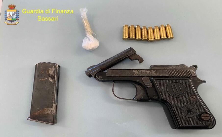 la cocaina e la pistola