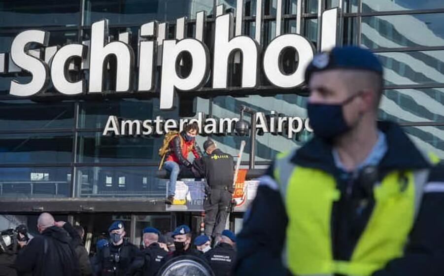 l aeroporto di schiphol (ansa)