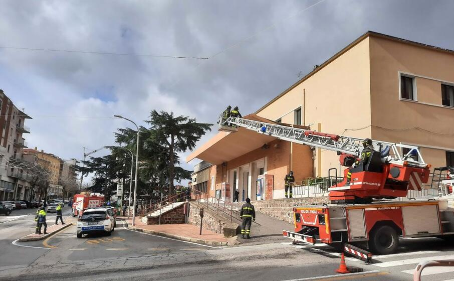 i vigili del fuoco nella stazione di nuoro (foto ledda)