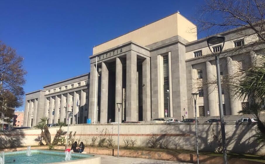 il palazzo di giustizia di cagliari (archivio l unione sarda manunza)