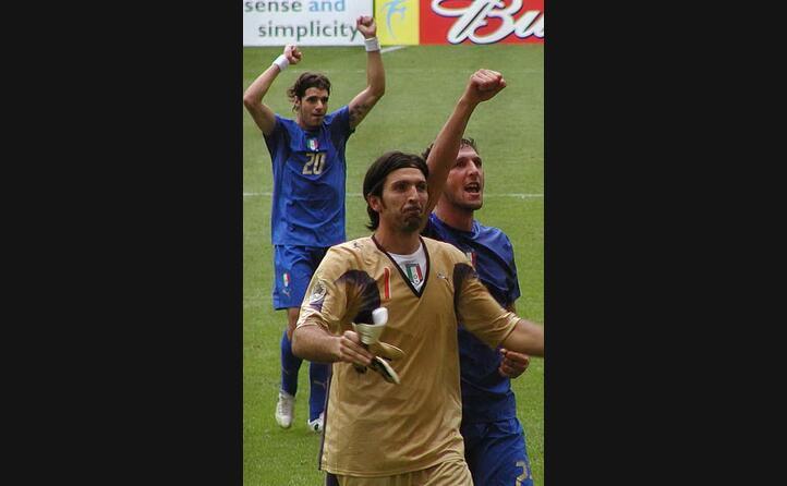 e campione del mondo con la nazionale italiana nel 2006 (foto twitter)