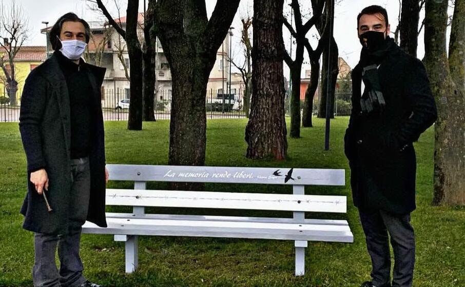 la panchina per non dimenticare la shoah (foto serreli)