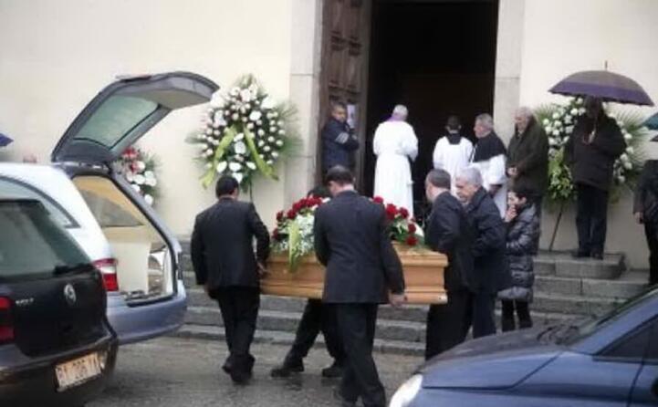 un immagine dei funerali (archivio l unione sarda foto loi)