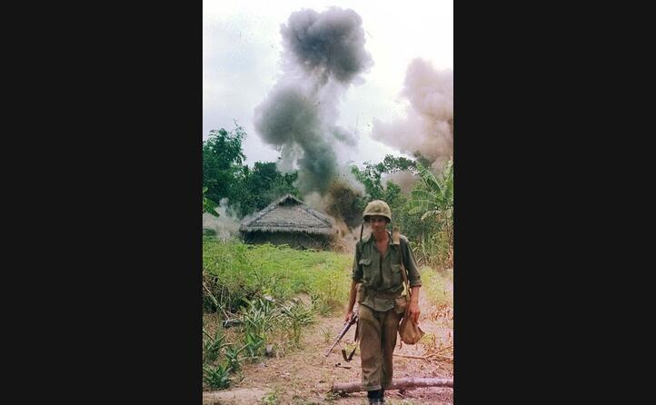 il rastrellamento di un villaggio da parte dei marines