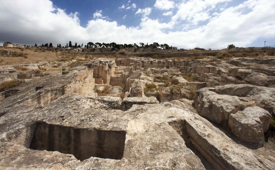 la necropoli di tuvixeddu (l unione sarda)