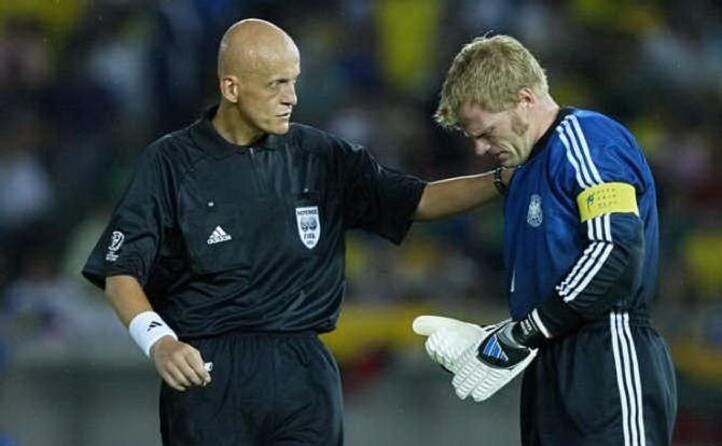 ha arbitrato la finale mondiale del 2002 vinta dal brasile sulla germania
