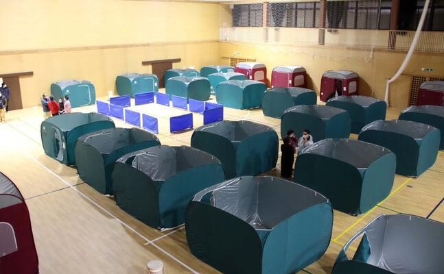 le tende allestite per ospitare gli sfollati (ansa jiji press)
