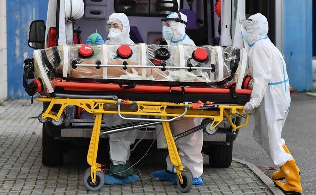 un malato di covid (foto archivio l unione sarda)