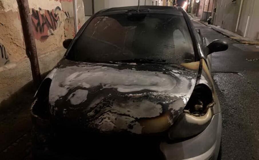 l auto distrutta (foto m pala)