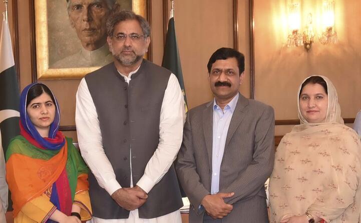malala con i genitori e l ex premier pachistano (tutte le foto sono archivio l unione sarda)