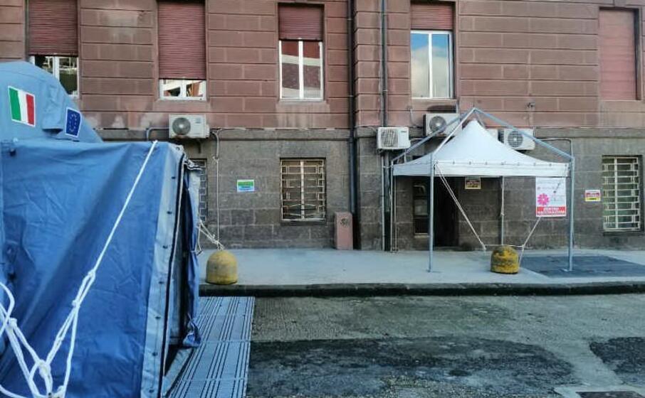 l ingresso del centro vaccinale (aou sassari)