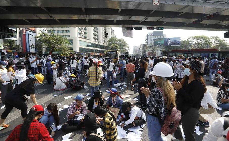proteste a yangon (ansa)