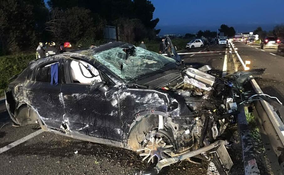 l auto distrutta