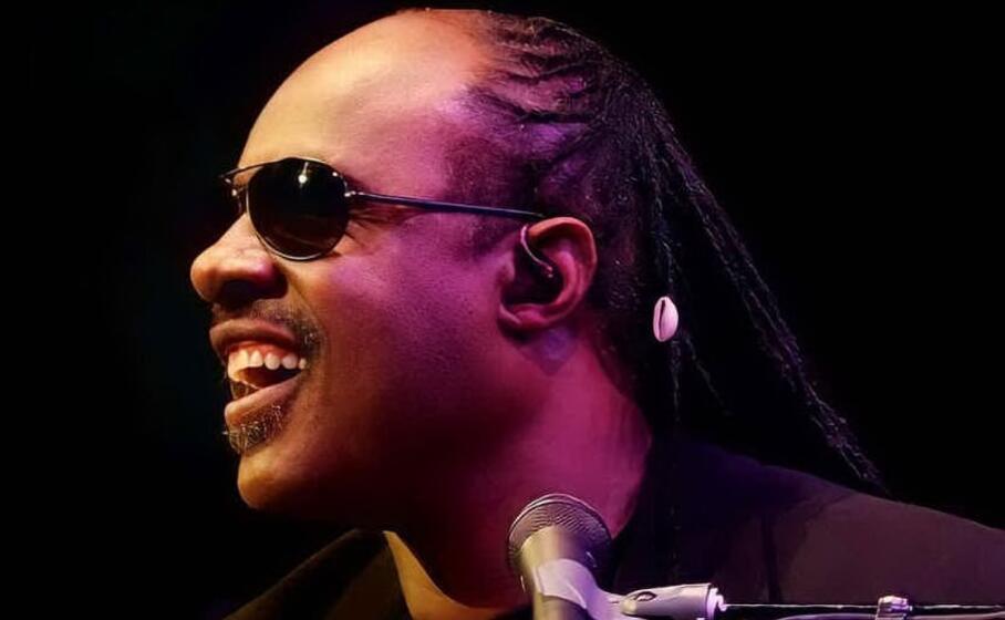 "Stevie Wonder: ""Troppo razzismo negli Stati Uniti, mi trasferisco in Ghana"""