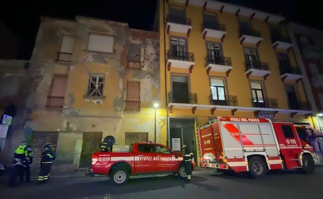 l intervento dei vigili del fuoco (foto sanna)