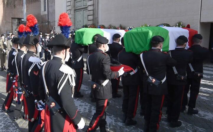 a scortare le salme i carabinieri del 13esimo reggimento quello di iacovacci