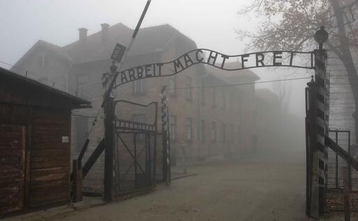 Il campo di Auschwitz (foto via Ansa)
