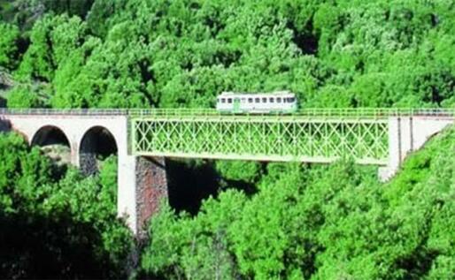 Uno dei ponti sul percorso del Trenino Verde (L'Unione Sarda)