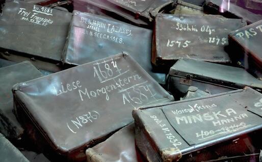 Valigie sottratte ai prigionieri ad Auschwitz (foto da memoriale Auschwitz via Ansa)