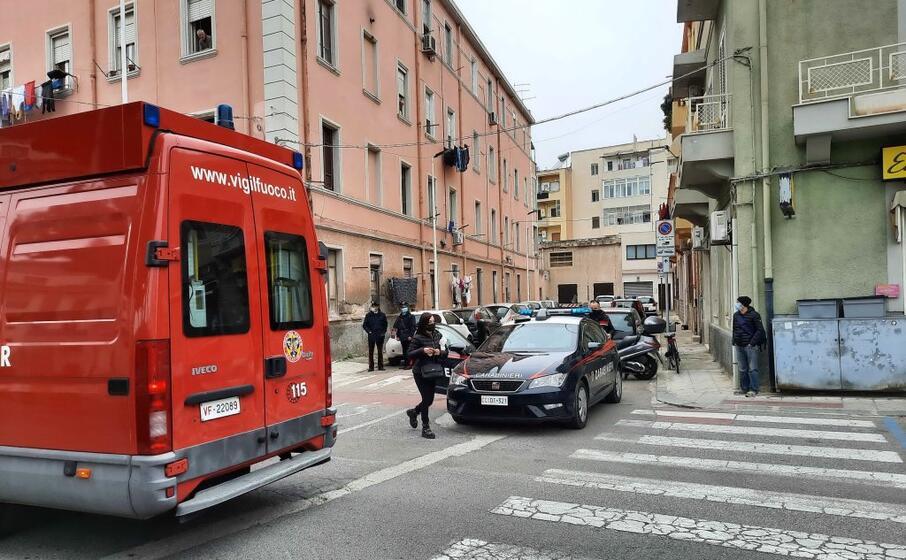 vigili del fuoco e carabinieri sul posto (l unione sarda vercelli)