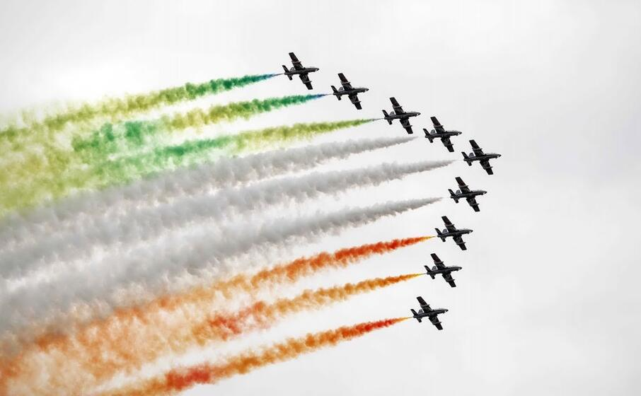 le frecce tricolori in volo
