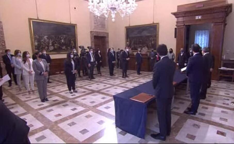 un momento della cerimonia (frame video palazzo chigi)