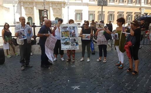 Una recente protesta anti Rwm a Montecitorio (foto L'Unione Sarda - Farris)