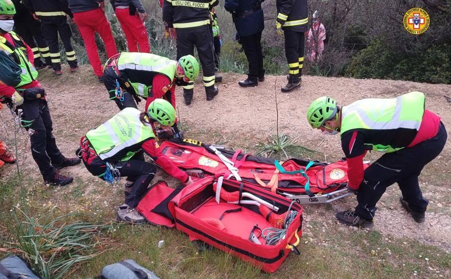 l organizzazione per il recupero (foto corpo nazionale soccorso alpino e speleologico)