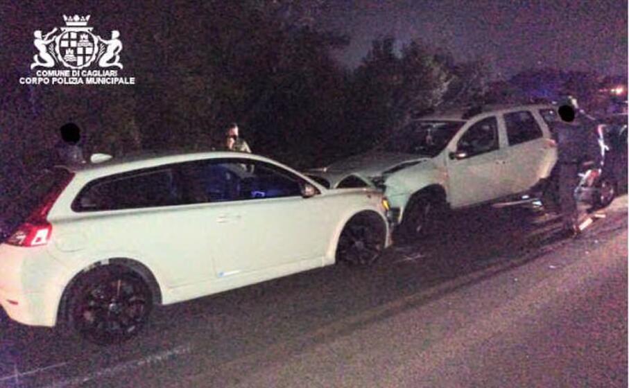 le auto coinvolte nell incidente (foto polizia municipale di cagliari)