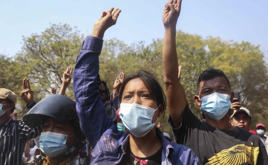 proteste a mandalay (ansa)
