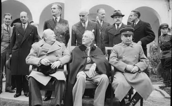 con churchill e roosevel alla conferenza di yalta