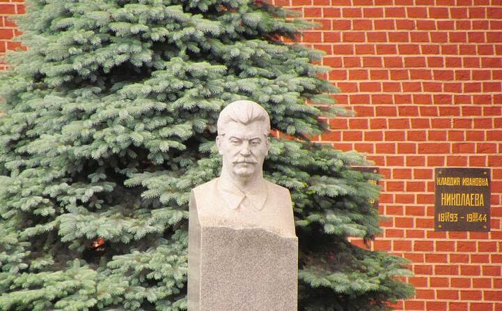 il busto vicino al cremlino (foto wikipedia)