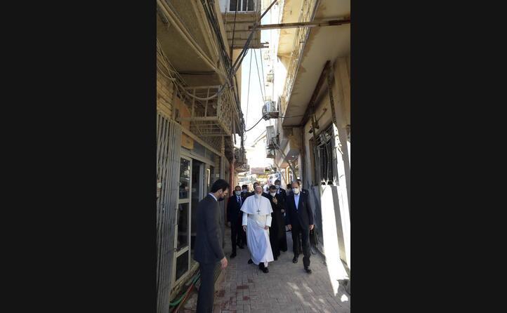per le strade di najaf (le foto sono ansa)