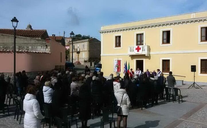la messa in piazza a cinquant anni dall omicidio (archivio l unione sarda foto pintori)