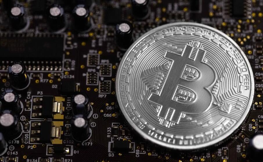 un immagine simbolo del bitcoin (foto archivio l unione sarda)