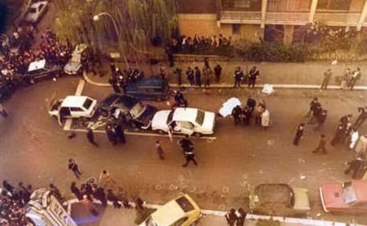 con un agguato in via fani le brigate rosse rapiscono il segretario dc e uccidono gli uomini della scorta