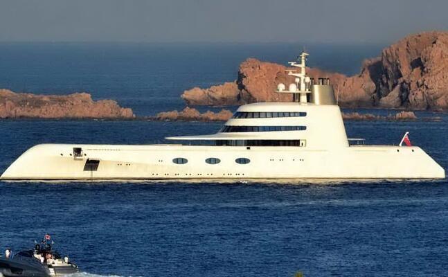 yacht in costa smeralda (archivio l unione sarda)