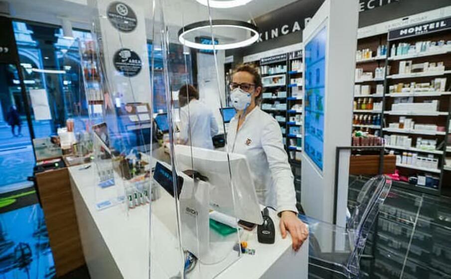 Covid-19, via libera a vaccinazioni in farmacia: ministro Speranza firma protocollo