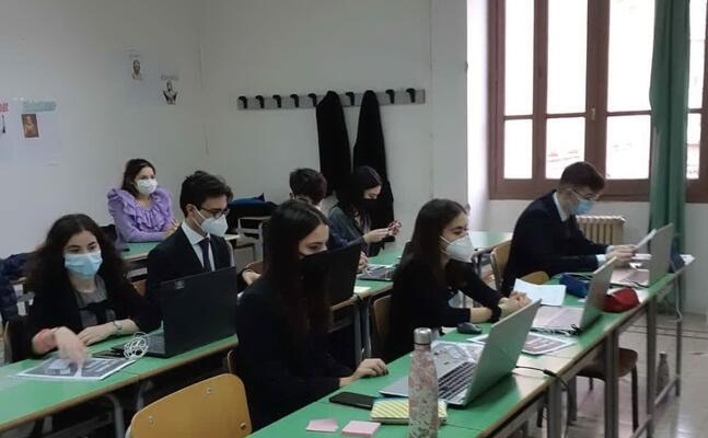 gli studenti del liceo azuni (foto concessa)
