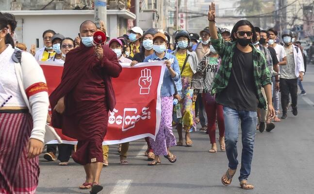 una manifestazione anti golpe (ansa)