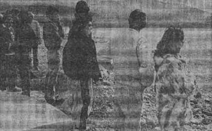 i parenti dei due pescatori inghiottiti dal mare a capitana (tutte le foto sono archivio l unione sarda)