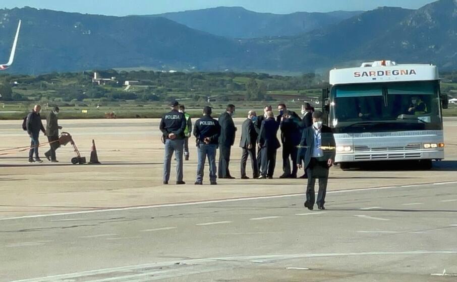 l arrivo in aeroporto (foto l unione sarda deidda)