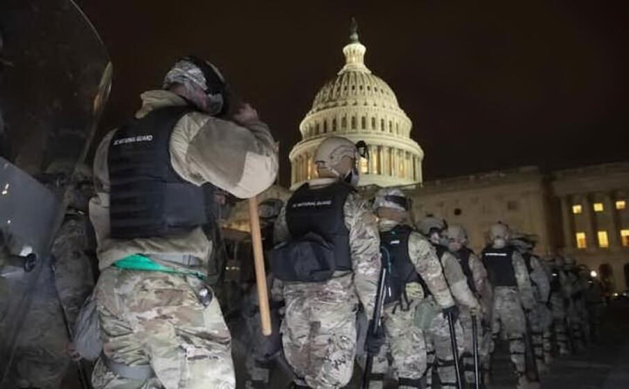 Agenti investiti vicino al Congresso, Capitol Hill in lockdown