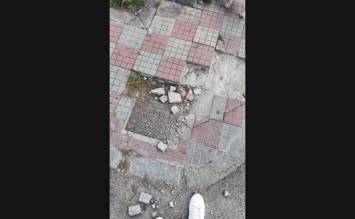 la pavimentazione sconnessa