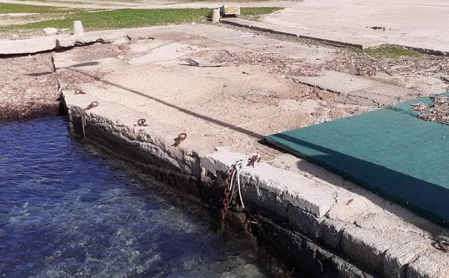 la banchina nella darsena di cala d oliva (foto l unione sarda pala)
