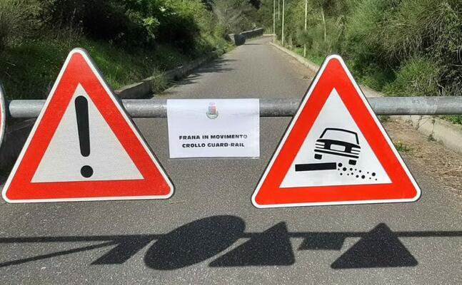 la chiusura della strada (foto sirigu)